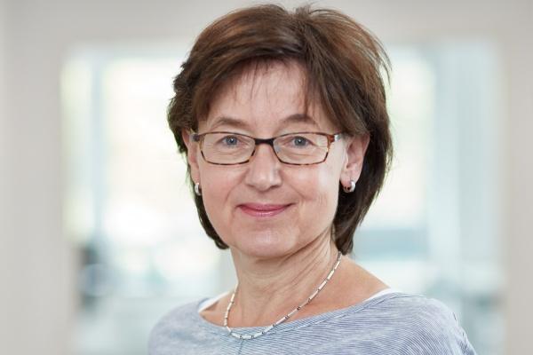 Portrait Steuerfachangestellte Cornelia Christ